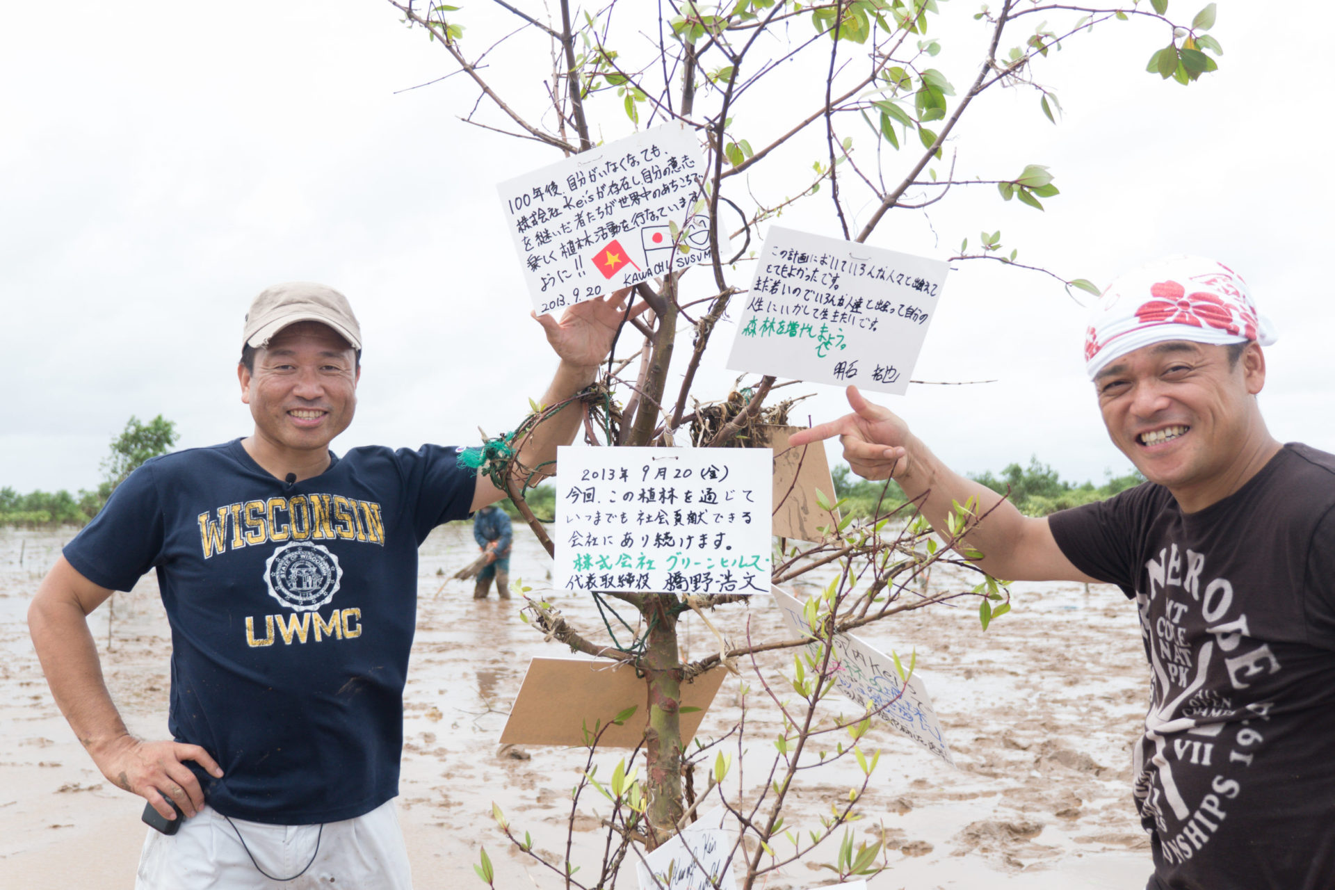 マングローブ林を植樹