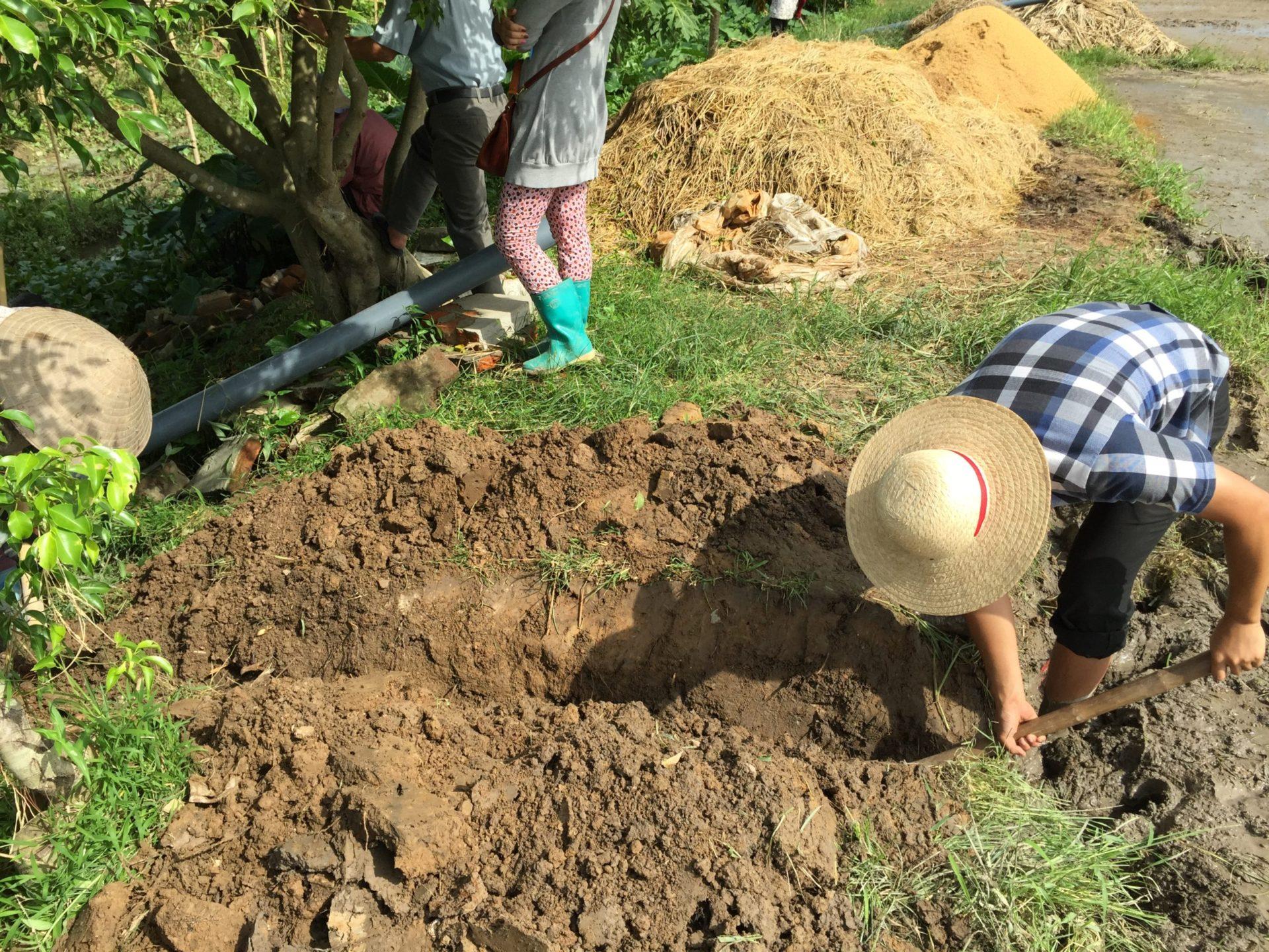 排水性を良くするために溝を掘りました