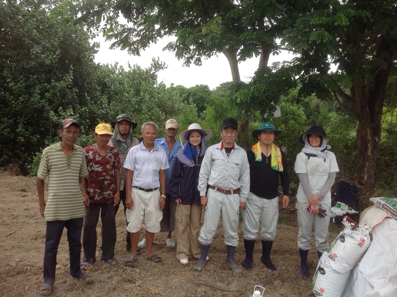 有機野菜を栽培する場所で土地の改良を行いました